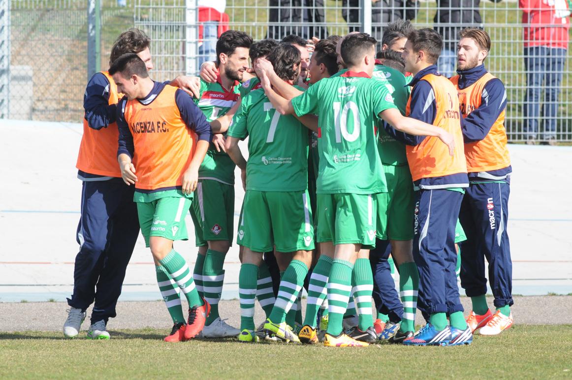 Piacenza Calcio Bustese per P.Gentilotti (FotoDELPAPA) esultanza per autogol