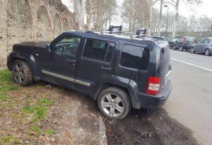 """Via Anguissola: parcheggio vuoto. Via Tramello invasa dalle auto: """"Interverremo"""""""