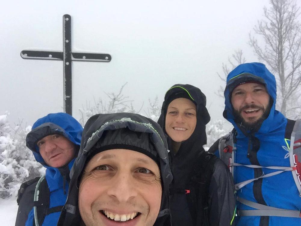 Selfie di Vittorio Conte, Gianluigi Arata, Corinna Mondani e Luca Ferrari sulla vetta del monte Denavolo