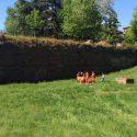 Rincorre il pallone e precipita dalle mura del Facsal, 14enne ferita