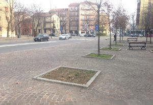 Piazzale Libertà, 43enne strattonata e derubata di una busta con 5mila euro