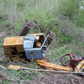 Si ribalta il trattore e resta schiacciato: salvato un agricoltore