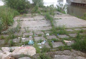 Degrado sul Lungo Po: barbecue, bivacchi e panchine sradicate