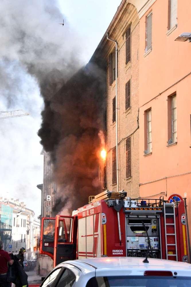 bus in fiamme in via Borghetto (7a)