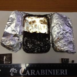 In cucina una torta di cioccolato e hashish, 34enne denunciato
