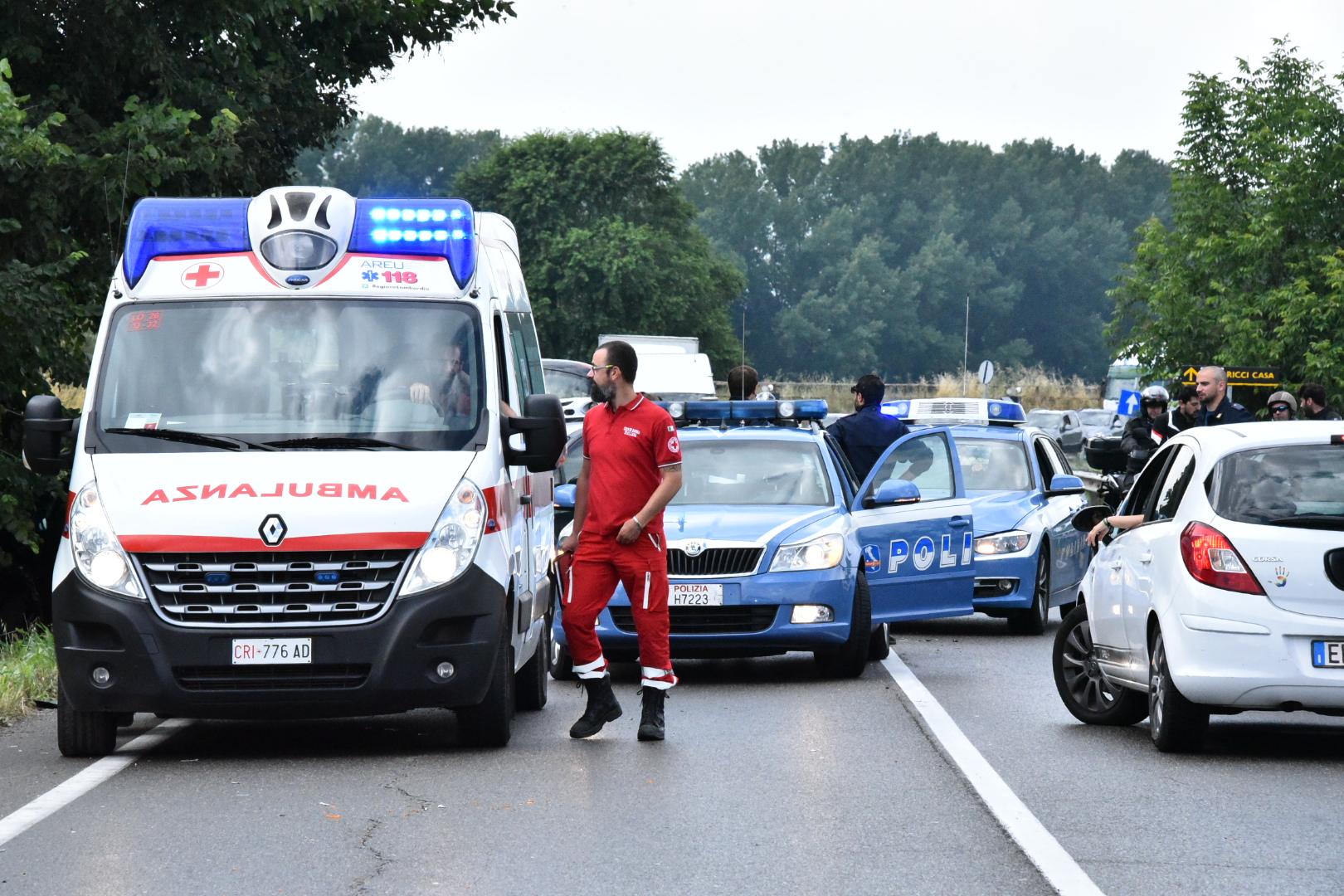 Scontro fra tre auto a San Rocco al Porto, caos sulla via Emilia