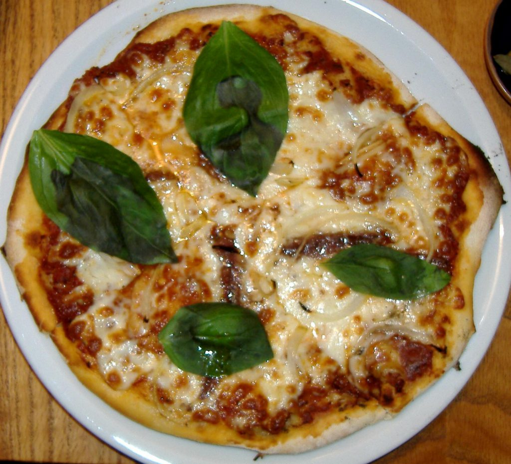 Pizza_con_acciughe_e_cipolla