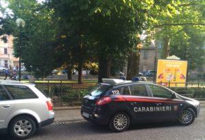 Compra hashish con il figlio nel passeggino: spacciatori arrestati