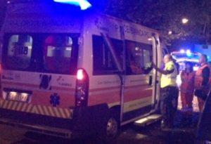Si schianta con lo scooter contro un'auto: giovane ferito a San Rocco al Porto