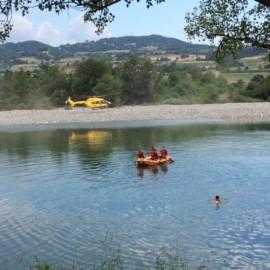 Gioca con la nipote in acqua ma viene inghiottito dal Trebbia: muore 25enne