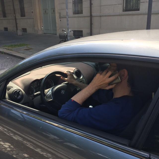 Guida con telefonino