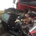 Scontro in A21 tra Castello e Stradella, auto stritolata tra due camion. Cinque feriti