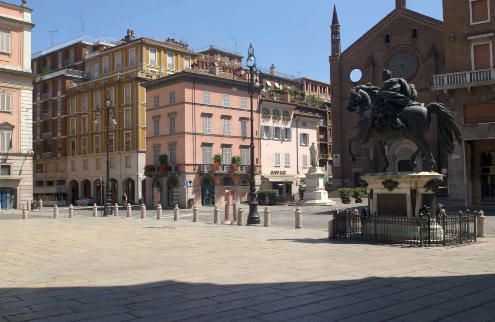 Piazza Cavalli deserta (1)-1000