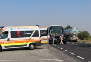 Carambola sulla Statale 45, centrato un bus carico di studenti