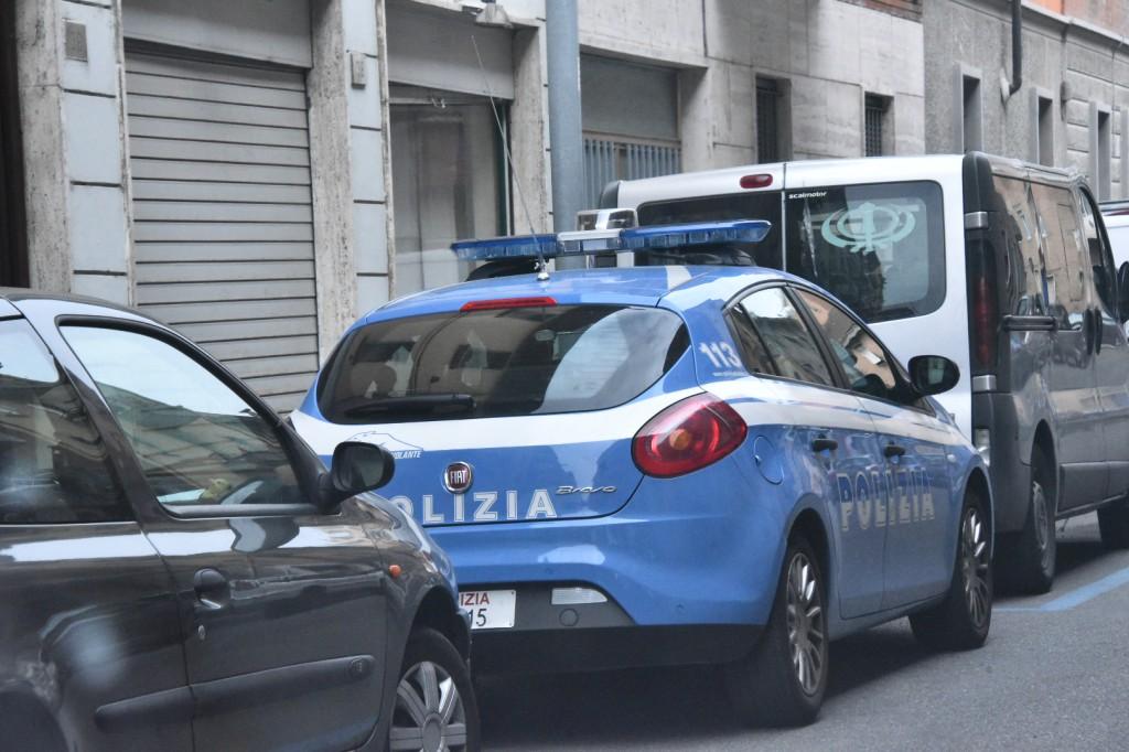 Polizia in via Pozzo