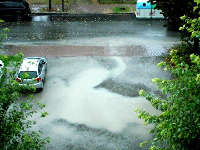 """Besurica, parcheggi allagati. I residenti: """"Quando piove è sempre così"""""""