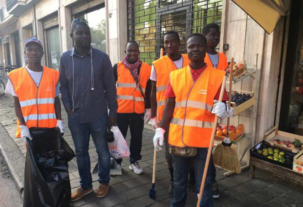 Profughi al lavoro per pulire lo stradone farnese al via for Lo stradone