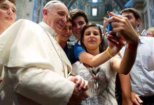 Il selfie dei piacentini con il Papa diventa un film. Andrà in onda su Rai3
