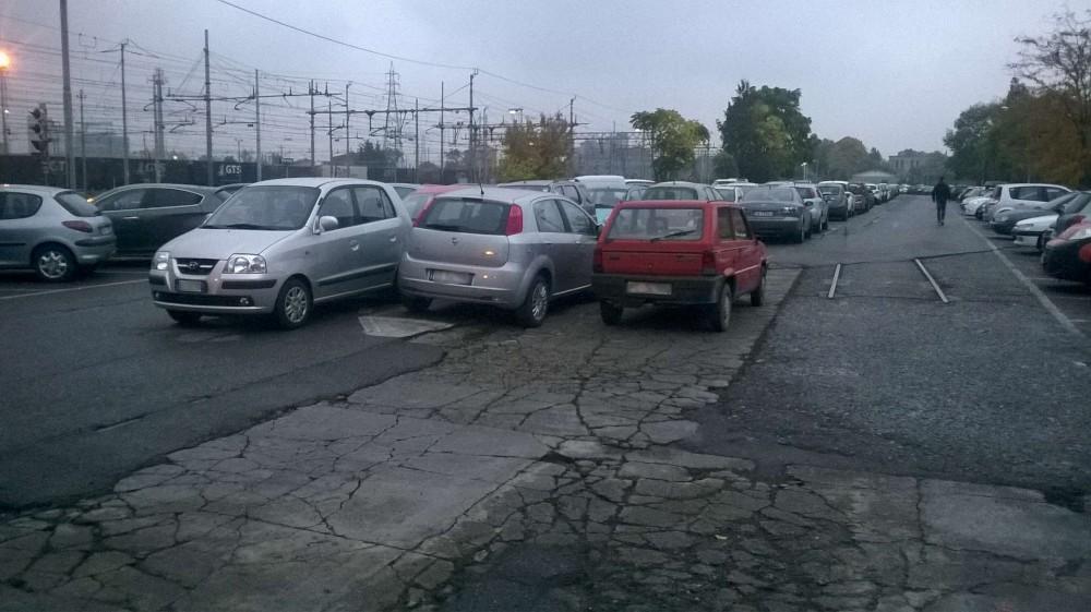 parcheggio selvaggio alla stazione (2)