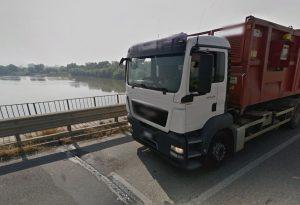 """Ponte sul Po di Castelsangiovanni, al via lavori ai giunti. L'allarme: """"Troppi tir"""""""