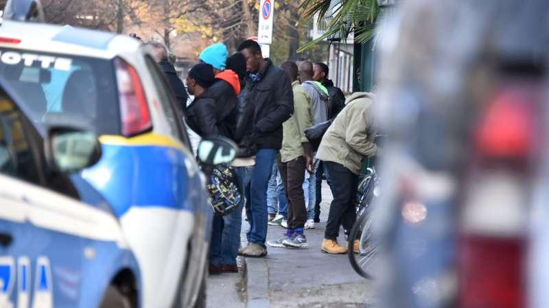 Profughi a quota 950, altri 15 in arrivo. Venerdì primo rimpatrio volontario
