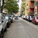 """Auto contromano in vicolo Edilizia: """"Si rischiano incidenti"""""""