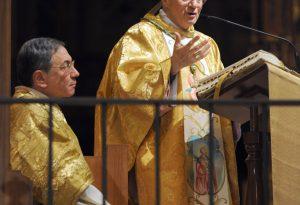 """In Duomo la messa solenne del vescovo: """"Natale un dono di luce"""""""