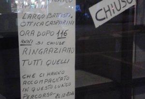 """Crisi, chiusi due negozi storici in pochi giorni. """"Ztl gratis per chi parcheggia in centro"""""""