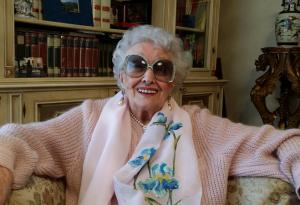 Ada, 95 anni intensi: dalla moda al cinema con le sorelle Fontana e Sordi