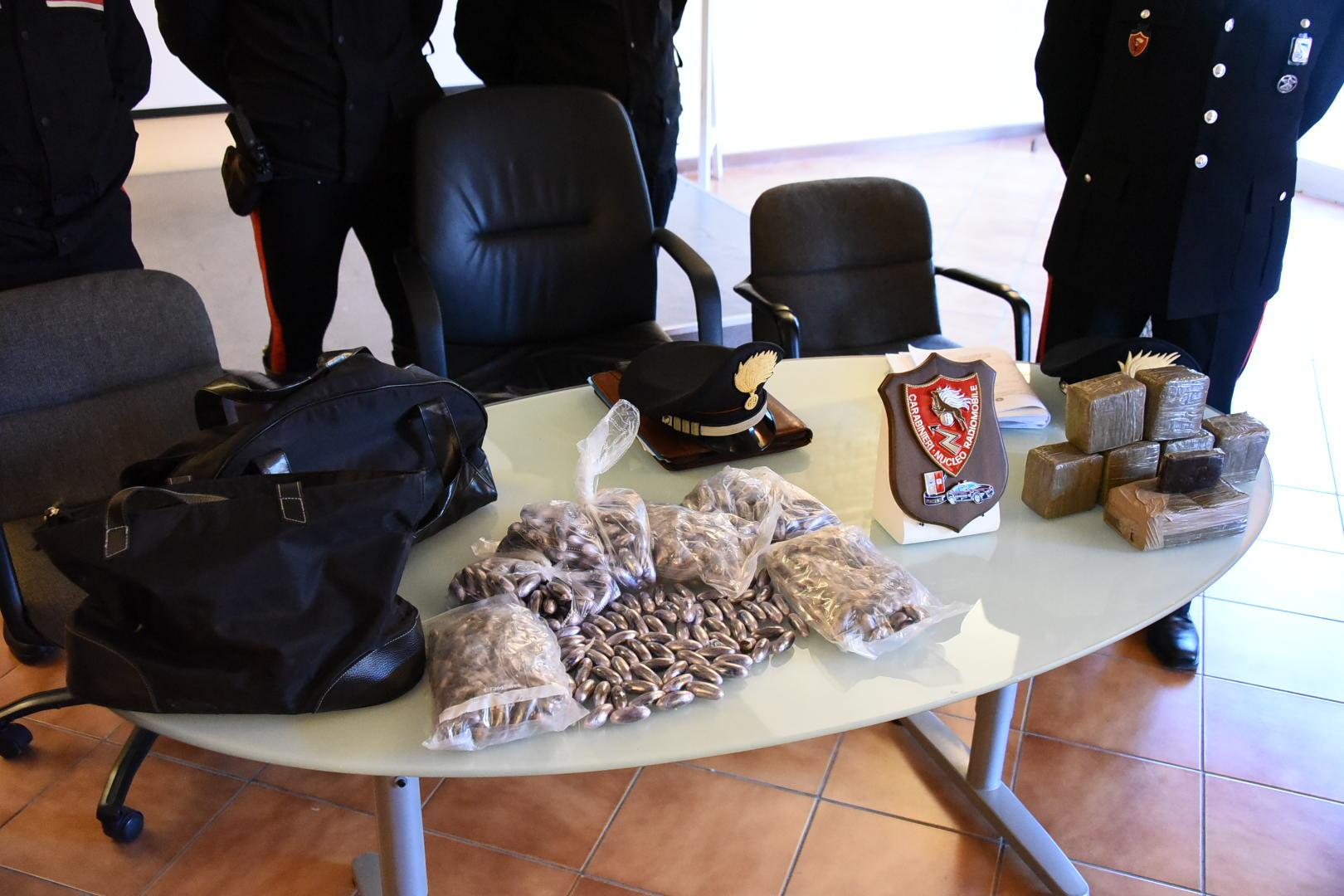 Torre Annunziata, 500 Kg di hashish sequestrati dai Carabinieri: arrestato autotrasportatore