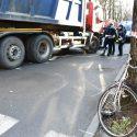 Travolto da un camion in viale Dante, muore ciclista 76enne