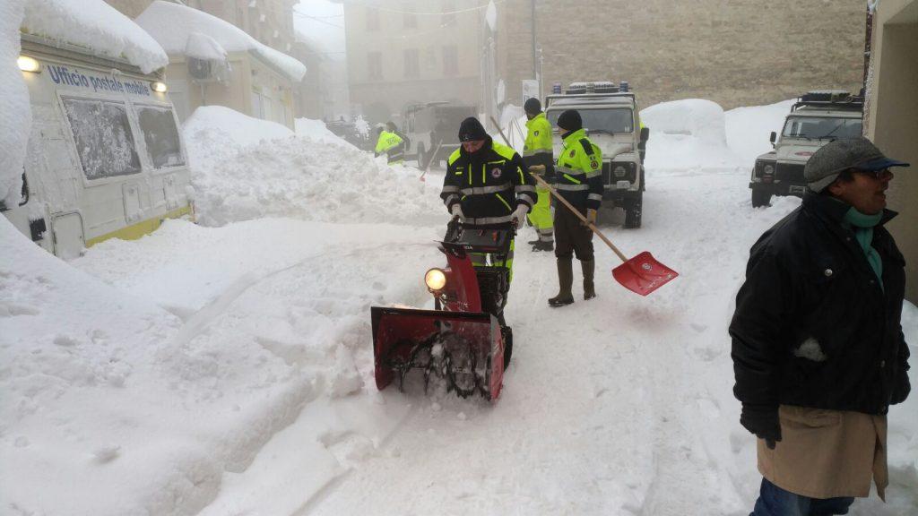 protezione civile spala neve terremoto centro italia
