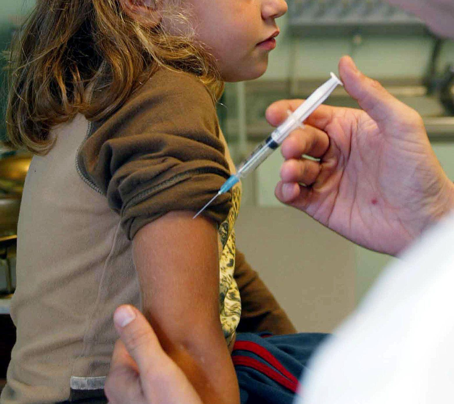 Vaccini obbligatori, certificati entro il 10 settembre per asili nido e materne