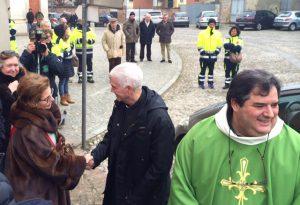 """Terremoto in Centro Italia, il vescovo di Ascoli in visita: """"I bambini dormono con le scarpe"""""""