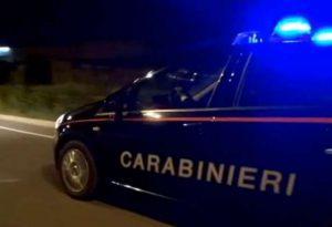 Inseguimento nella notte. Speronata un'auto dei carabinieri, due militari feriti. Conducente scappa ma lascia i documenti in macchina