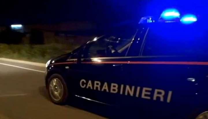 Auto dei carabinieri investita, due carabinieri feriti. Portato in caserma  uomo sospettato della fuga - Libertà Piacenza