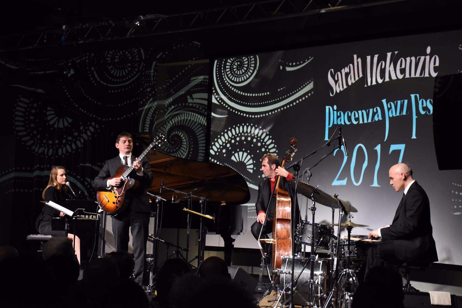 Piacenza Jazz Fest, partenza col botto:  Sarah McKenzie strega lo Spazio Rotative