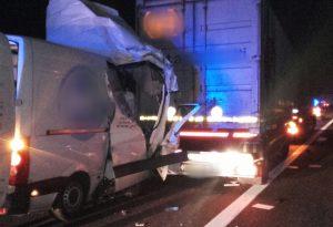Schianto in A1, furgone contro tir: un uomo all'ospedale