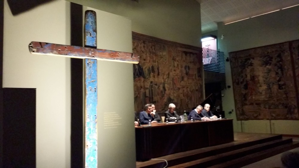Con la croce di Lampedusa inaugurata all'Alberoni Religo, la mostra di Bargoni