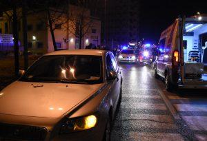 Falciati da un'auto sulle strisce: due pedoni feriti