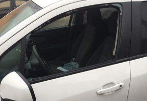 Nel mirino dei vandali le auto dei genitori che portano i bimbi all'asilo