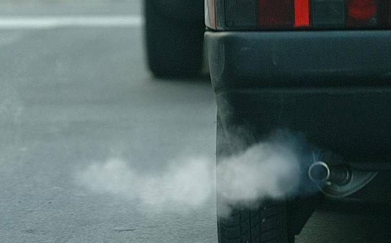 Dopo la tregua è tornato lo smog. Domani arriva il caldo: previsti 23 gradi
