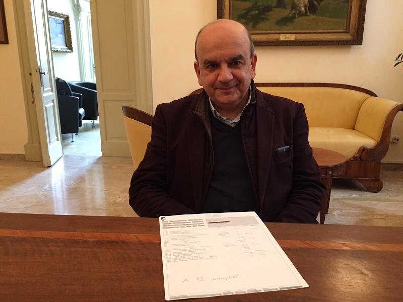 """Dosi, sindaco da 3.677 euro al mese: """"Non c'è mai una pausa"""""""