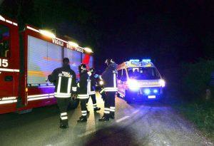 Auto ribaltata nella notte a Cadeo, ragazza estratta dai vigili del fuoco