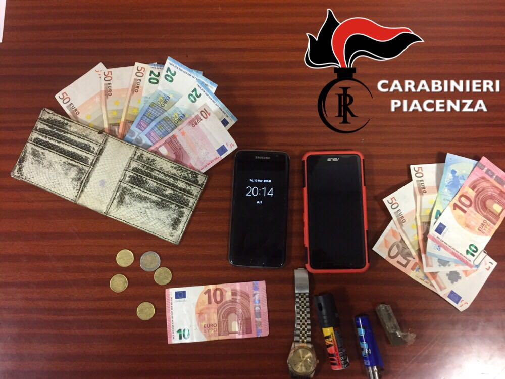In palestra spariscono telefoni, soldi e orologi: 17enne in manette