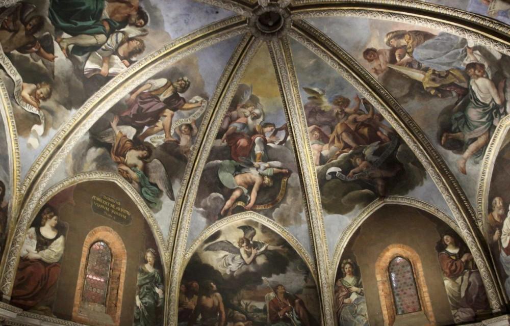 Visitatori affascinati dalla mostra del Guercino