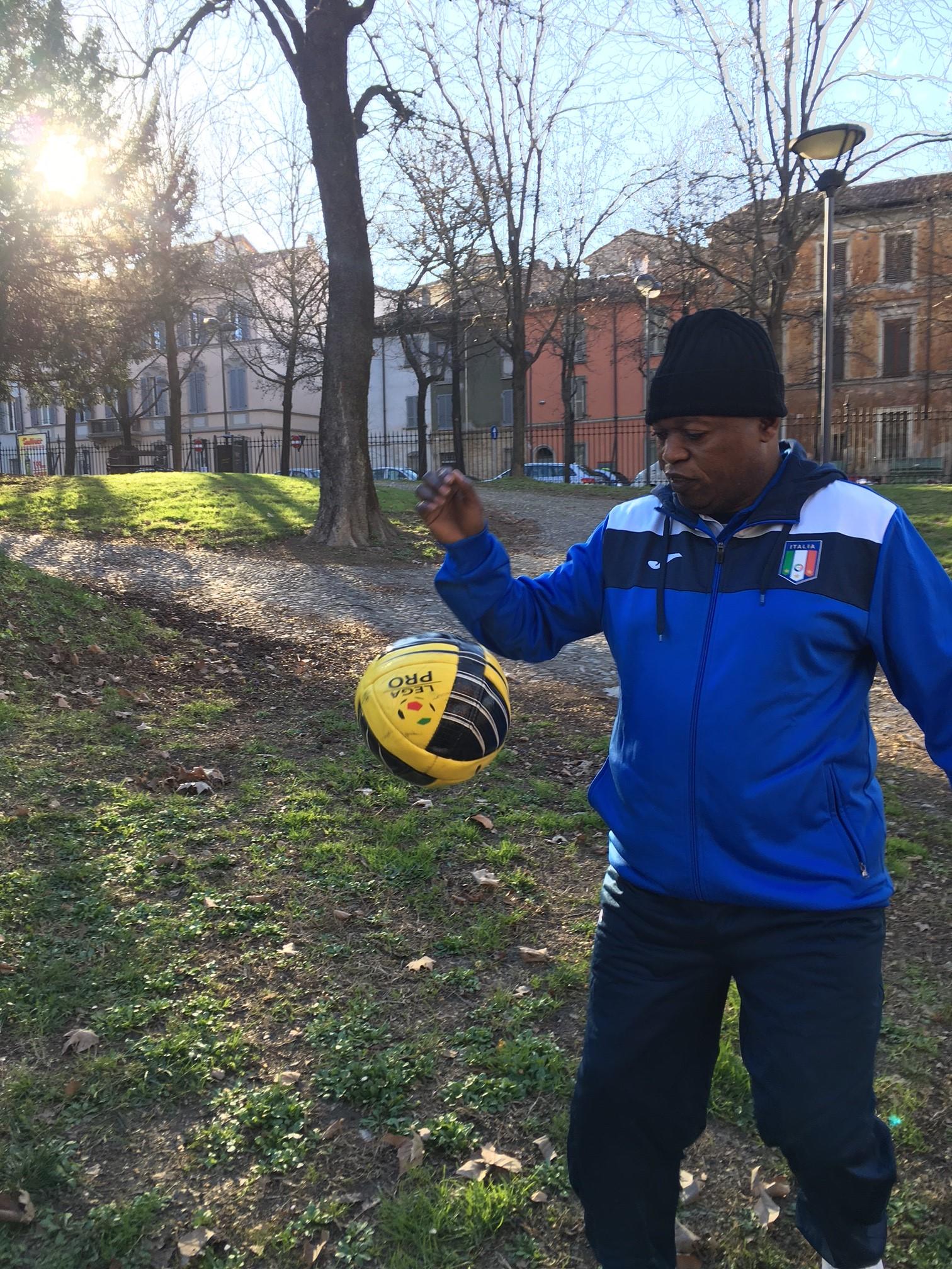 A Brescia gli Europei di calcio per sacerdoti, c'è anche don Lukoki