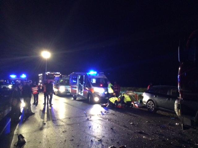 Tragico schianto a Mottaziana: due vite spezzate, tornavano da partita di calcio. Muore davanti al figlio