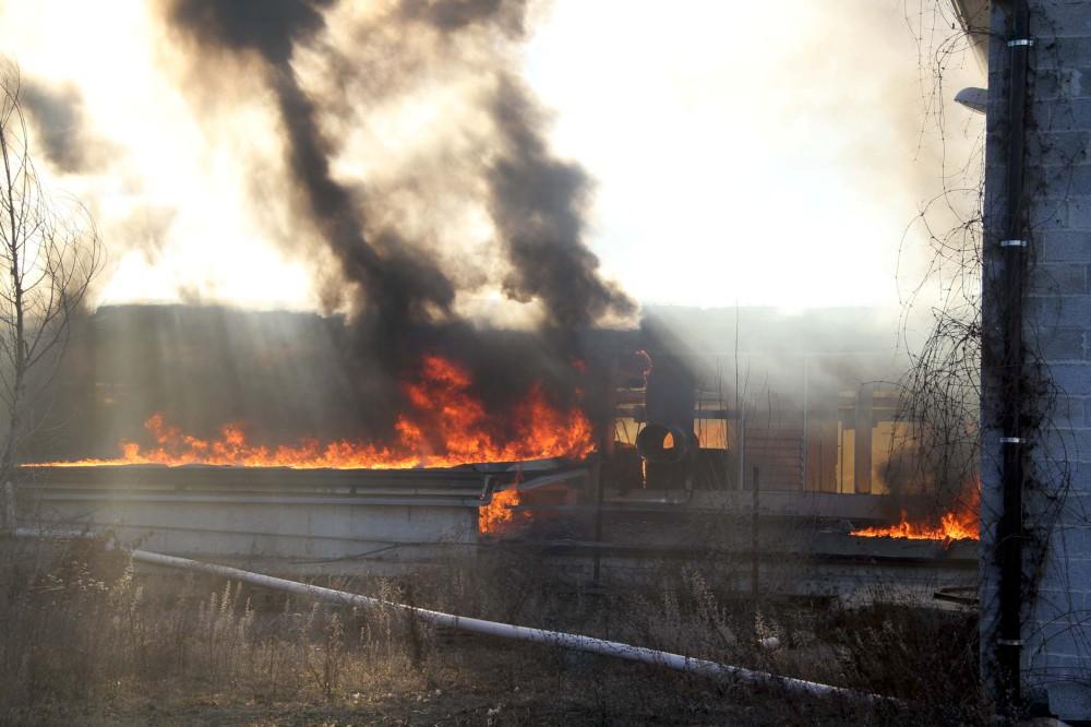 Rotoballe in fiamme, rogo a Roncovero di Bettola. Sul posto quattro autobotti