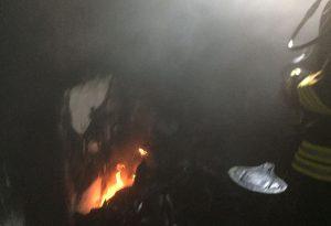 """E' doloso l'incendio divampato nello scantinato, denunciato un 15enne: """"Un dispetto"""""""